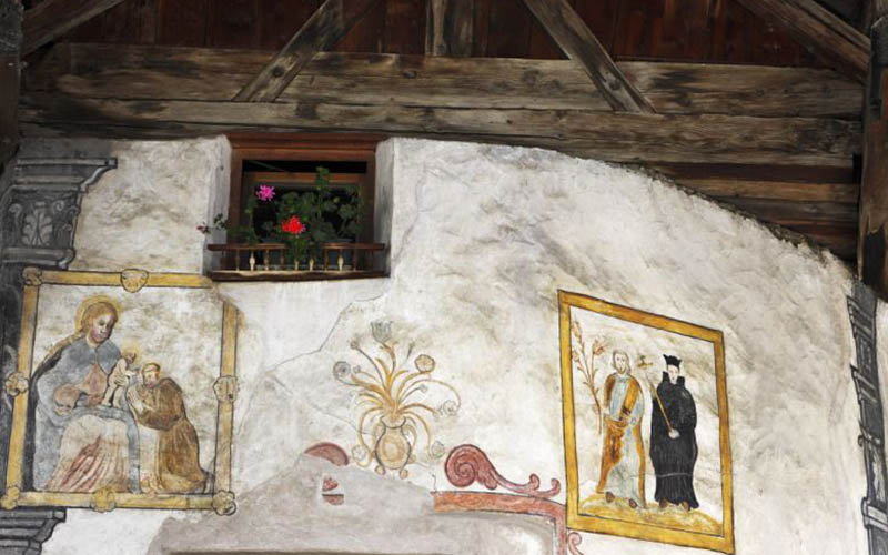 Suedtirol, Vinschgau, Burgeis, Fresko an einer Hauswand im Ortszentrum,