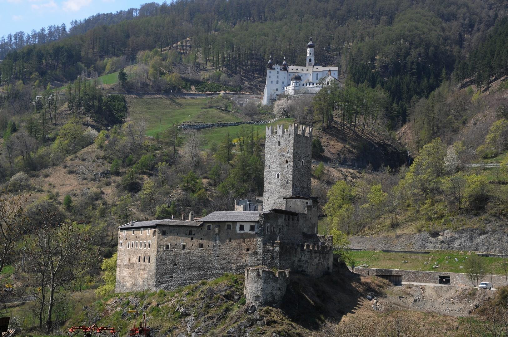 Fürstenburg_und_Abtei_Marienberg_in_Burgeis_